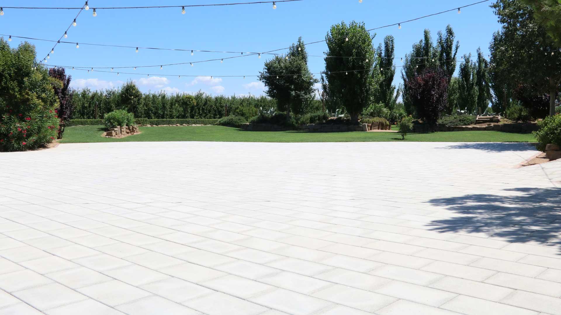 pujol-paviments-terratzo-exterior-masia-1
