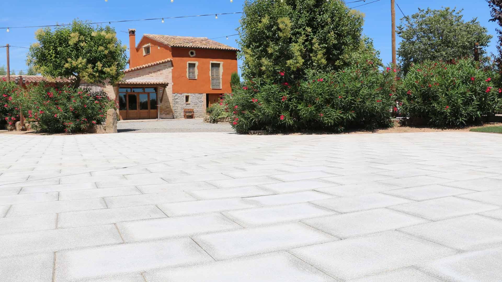 pujol-paviments-terratzo-exterior-masia-8